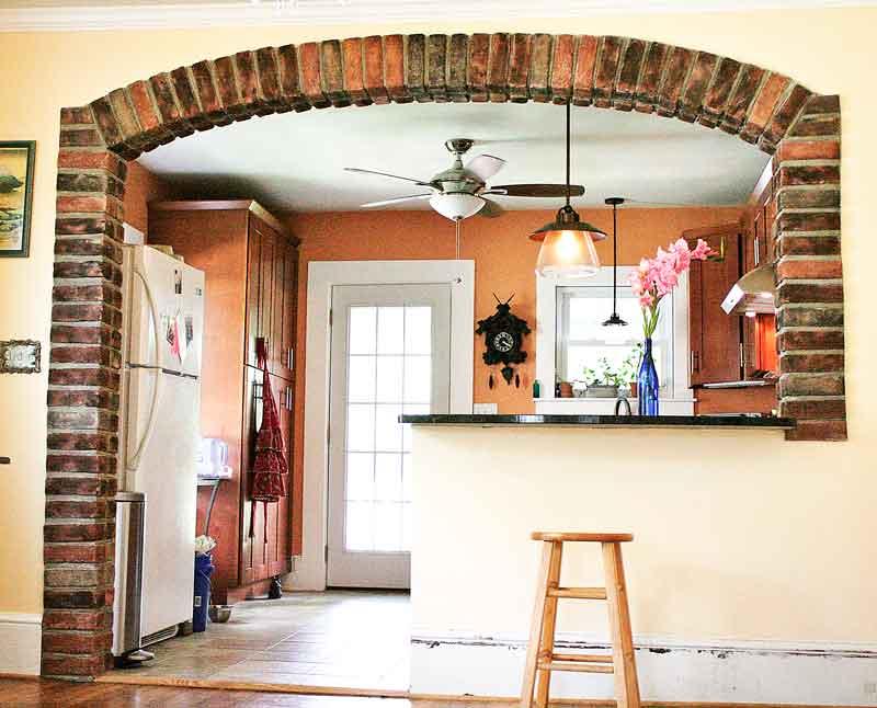 машинка фото отделка декоративным камнем дверей на кухне лес