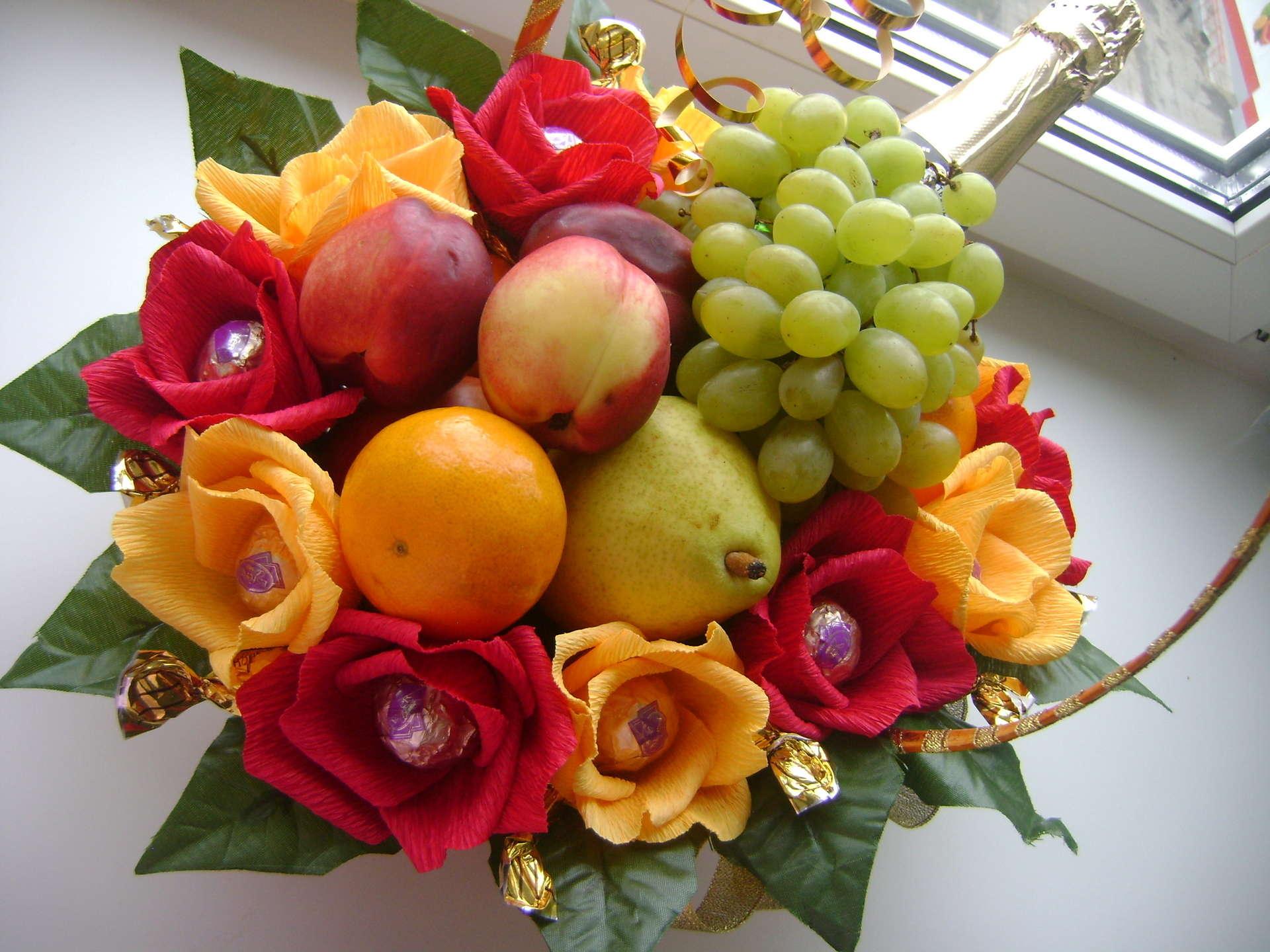 Букеты из 13 цветов и фруктов своими руками